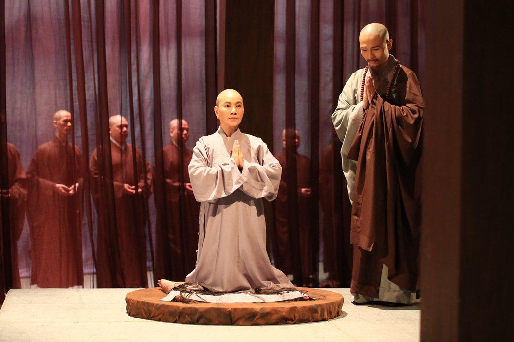 唐美雲為演「高僧傳」系列乾脆剃光頭。圖/大愛提供