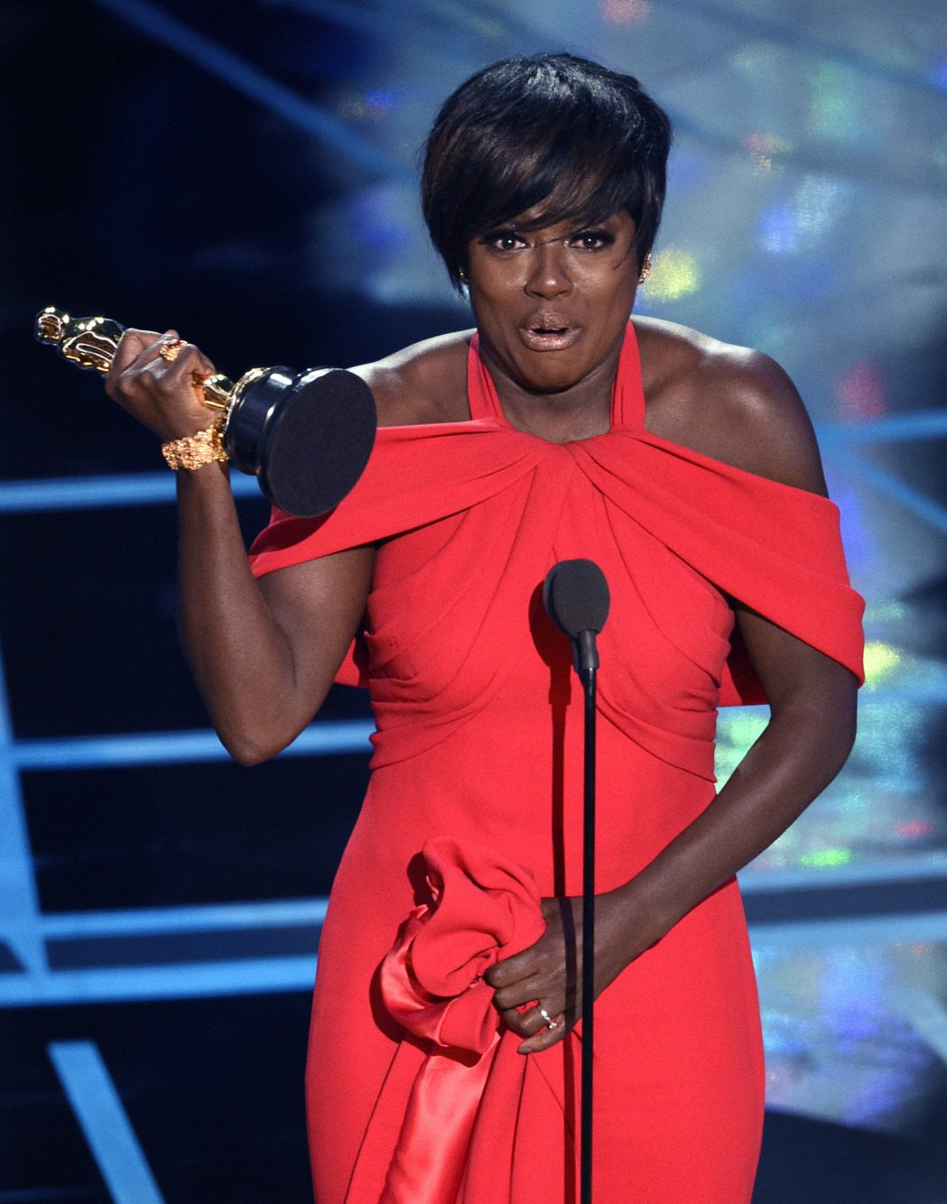 第89屆奧斯卡金像獎最佳女配角由「藩籬」的薇拉戴維斯獲得。 圖/美聯社