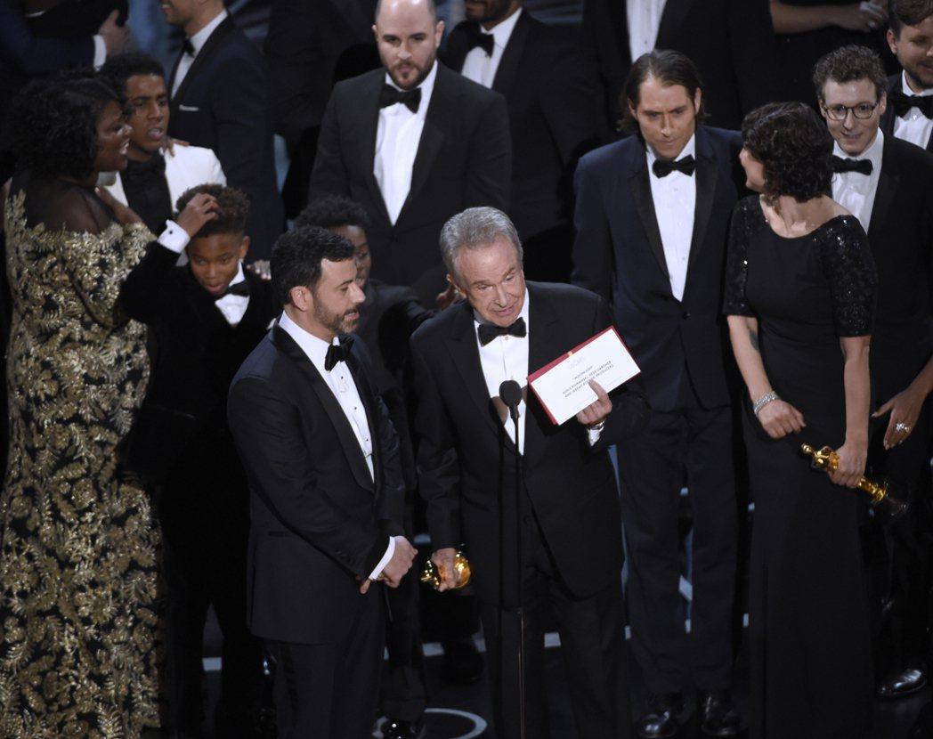 奧斯卡大烏龍,「月光下的藍色男孩」才是最佳影片得主,不是「樂來越愛你」。圖/美聯