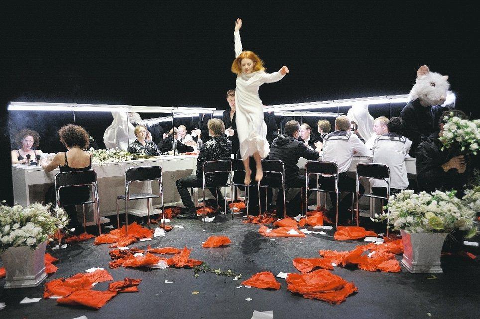 立陶宛OKT劇團《哈姆雷特》 兩廳院/提供