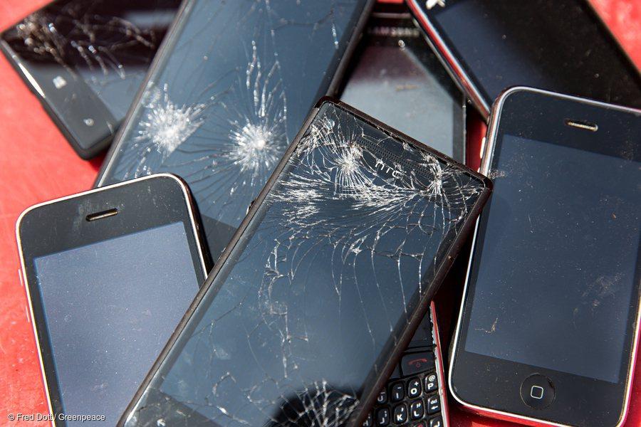 綠色和平指出,全球10年製造71億支智慧型手機,年成長率高達1100%。(pho...