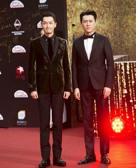 胡歌(左)、靳東出席品質盛典。圖/摘自微博