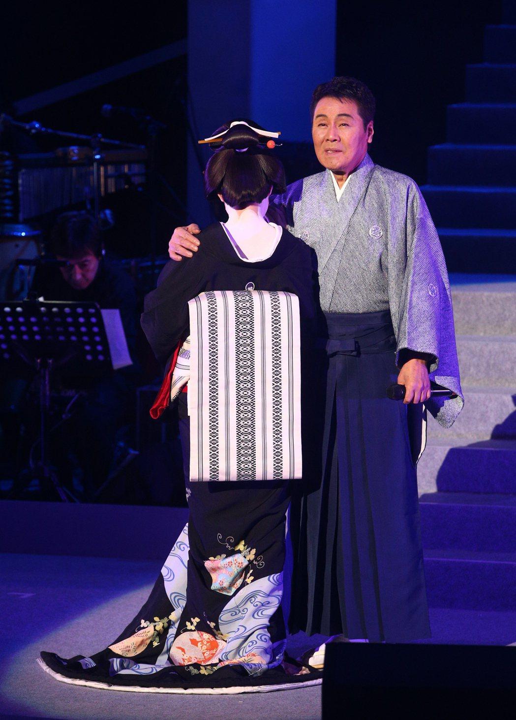 68歲日本演歌天王五木寬在台北國際會議中心舉行演唱會,睽違兩年來台開唱,五木寬苦