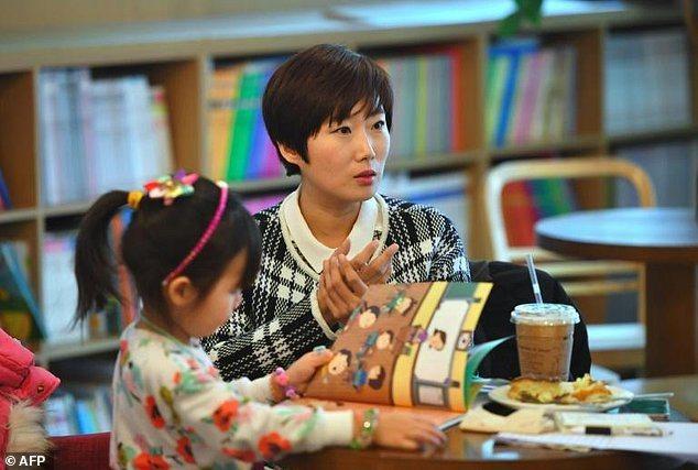 金有美在受訪時談到南韓女性在工作與家庭中面臨到的兩難困境。 (法新社)