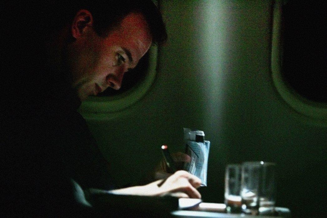 起飛和降落時,客艙照明會調暗。美聯社 圖/美聯社資料照