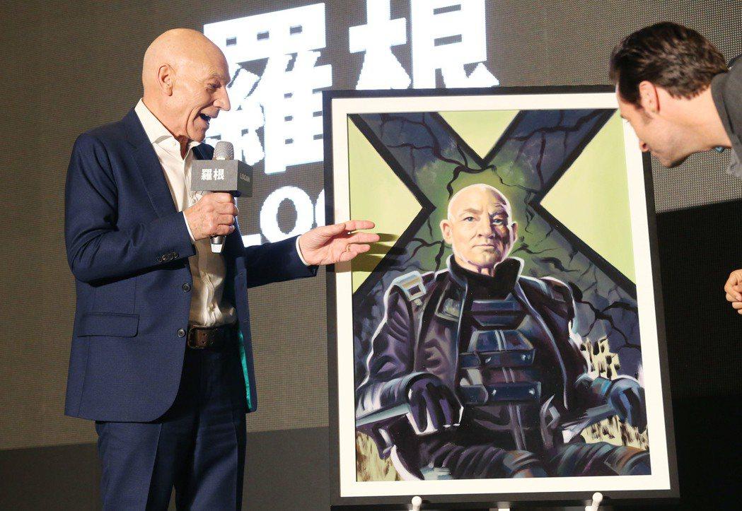 主辦單位請台南電影看板老畫師,為派屈克史都華,所畫的X教授電影角色油畫,向永遠的...