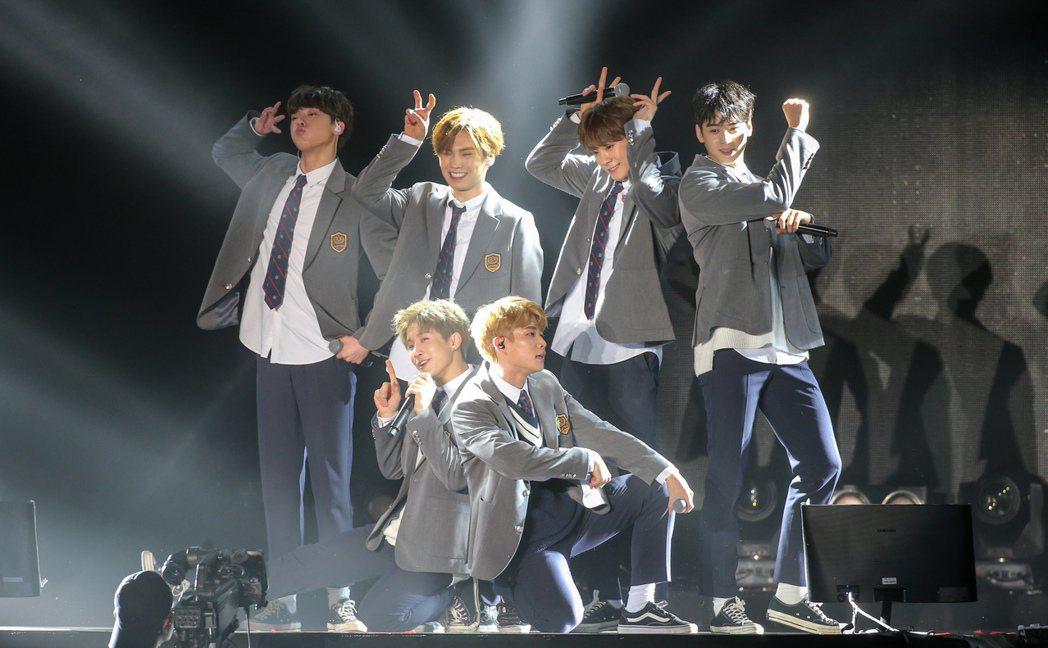 韓國團體ASTRO首度登台,今天下午在臺大體育館舉辦小型演唱會。記者程宜華/攝影