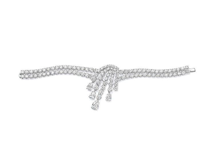 妮可基嫚出席奧斯卡典禮配戴海瑞溫斯頓珠寶,其中這條Splash系列鑽石手鍊,看單...