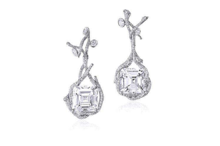 四季系列樹枝耳環,18K白金鑲嵌成對主石重20.13克拉的花式切割鑽石耳環,售價...