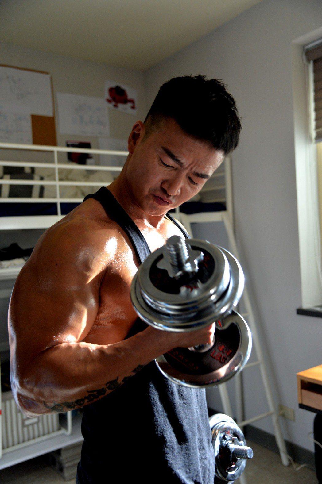 李沛旭在家設置專屬健身房,想運動就運動。圖/三立提供