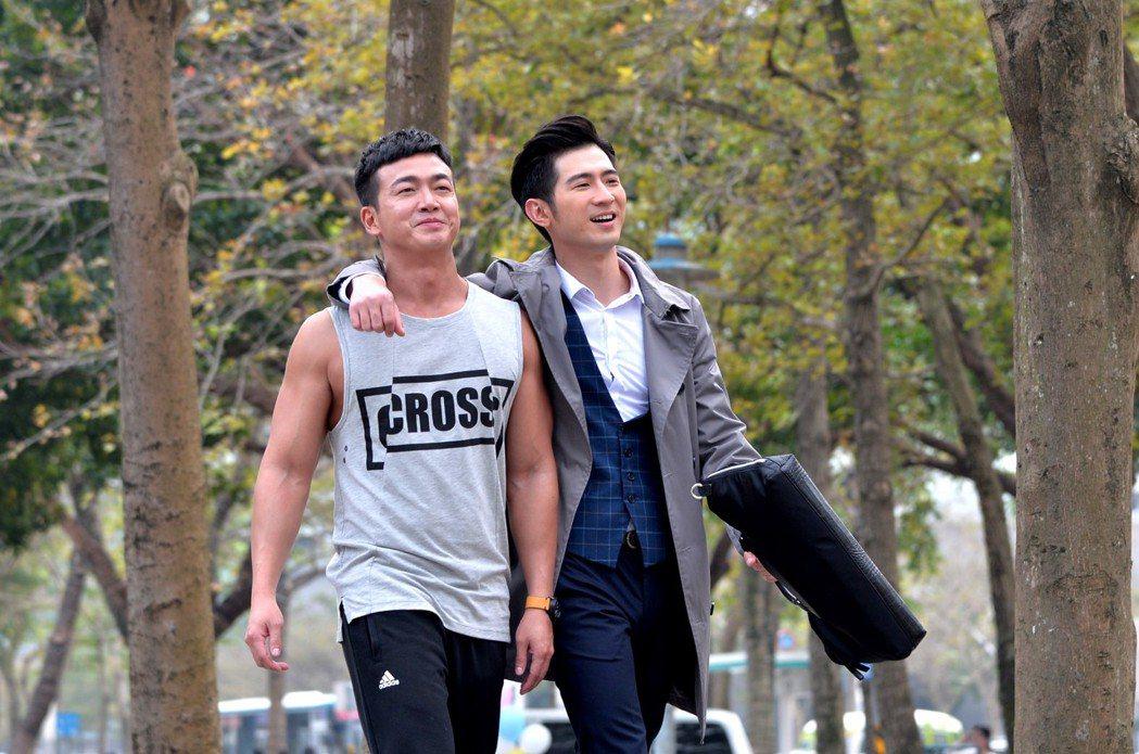 李沛旭(左)一身壯碩肌肉,讓簡宏霖也大讚形容李的身材是「浩克」等級。圖/三立提供