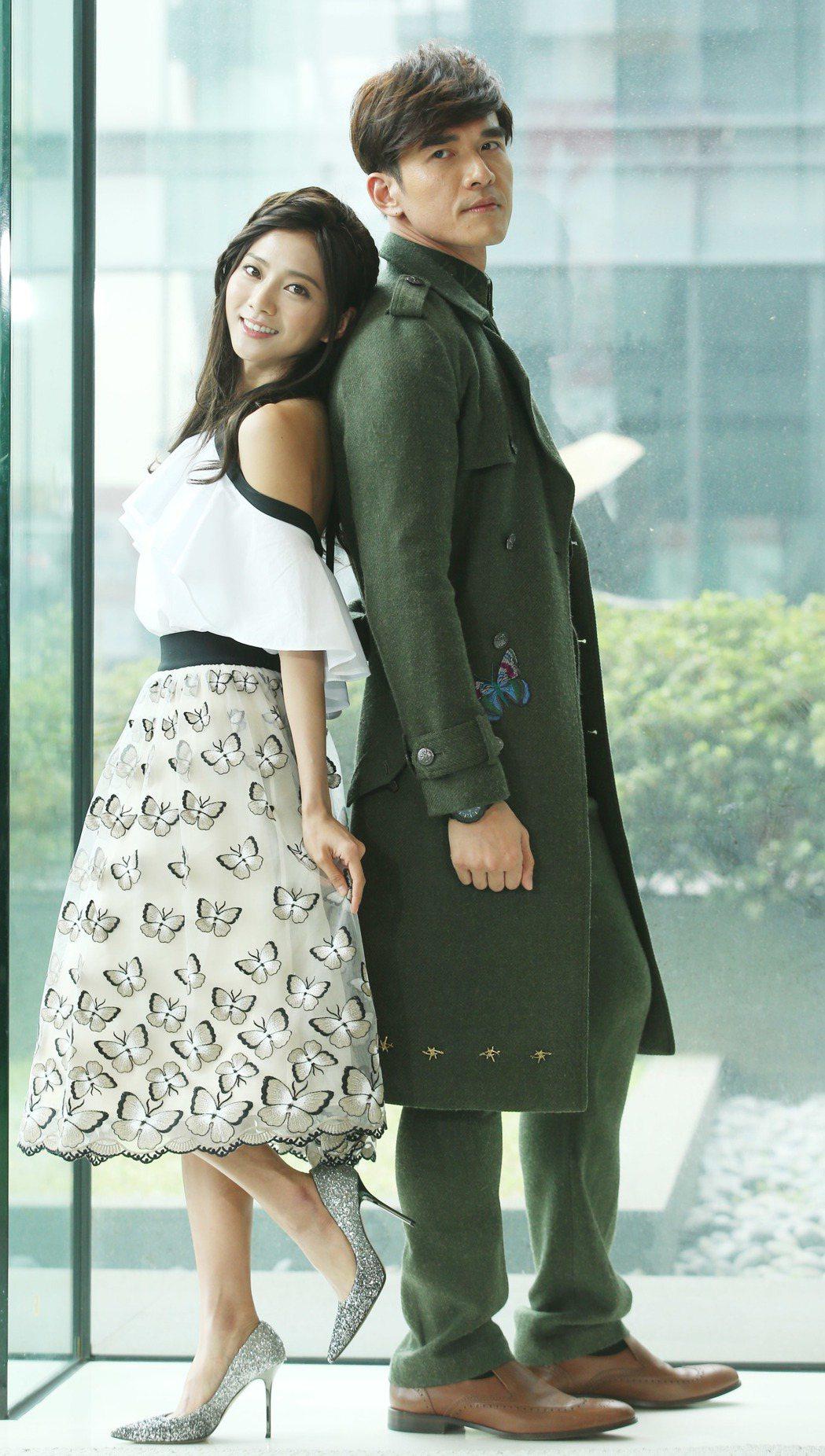 楊一展(右)與蔡黃汝演出三立新戲「我的愛情不平凡」。記者陳瑞源/攝影