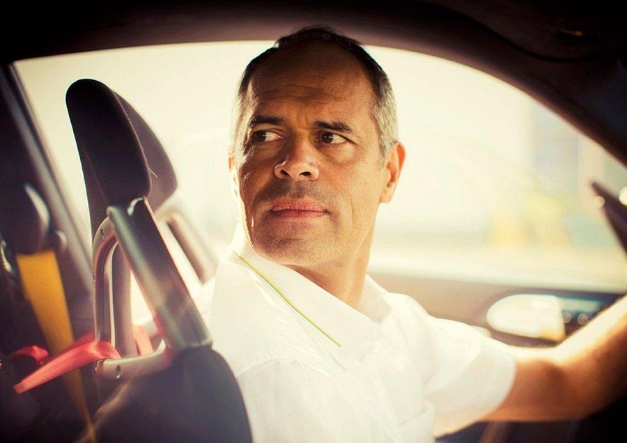 駕駛BMW M4跑車的米其林輪胎性能測試專家Jerome Haslin在賽道上做出完美的高速漂移動作,讓主持人Richard Hammond上了一堂震撼教育課程。 MICHELIN米其林輪胎提供
