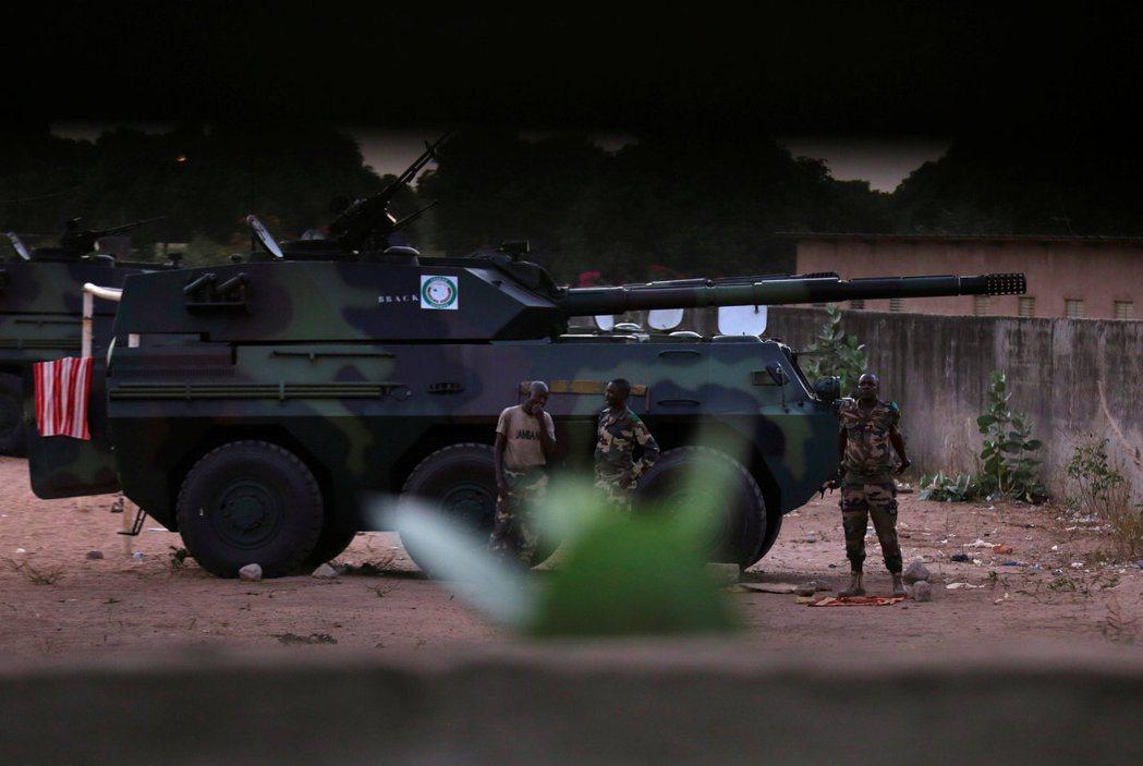 賈梅政權與塞內加爾勢如水火的矛盾,讓我們不難看出為何塞內加爾會有充分的動機,藉聯...