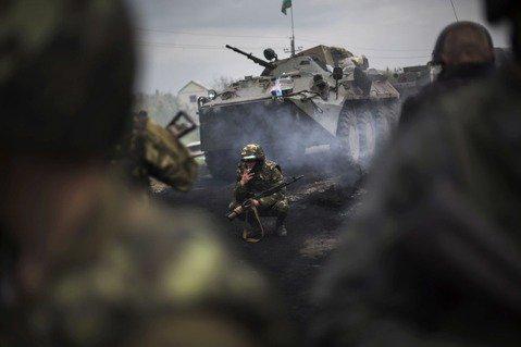 克里姆林宮將矛頭指向烏克蘭,指控表示是烏克蘭政府軍先違反協議規定,對頓巴斯獨立軍...