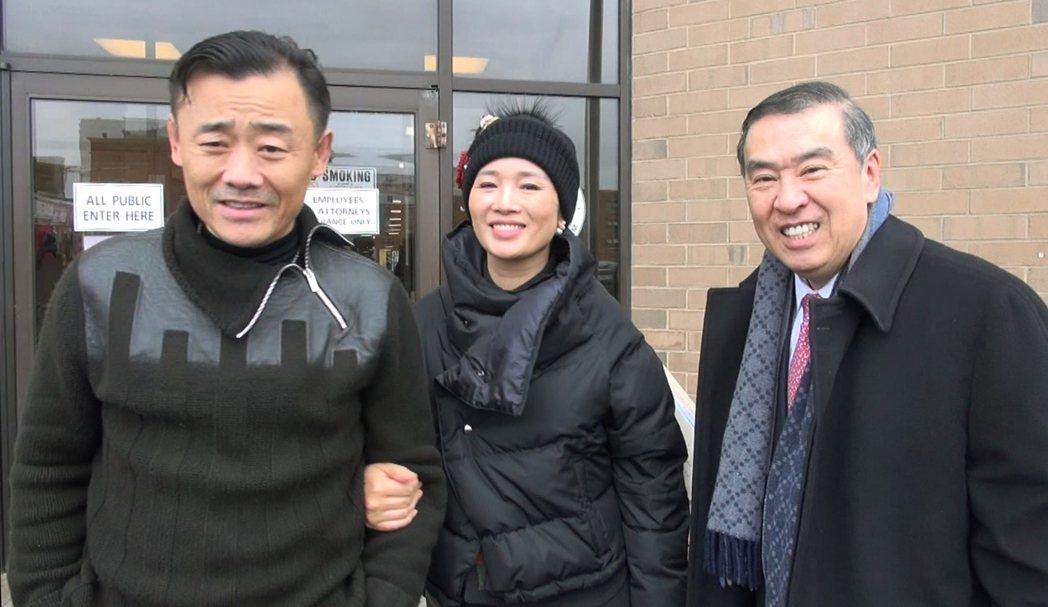 周立波20日交5000元保證金,並稱「沒有事,中國人要幫中國人」。(記者牟蘭/攝