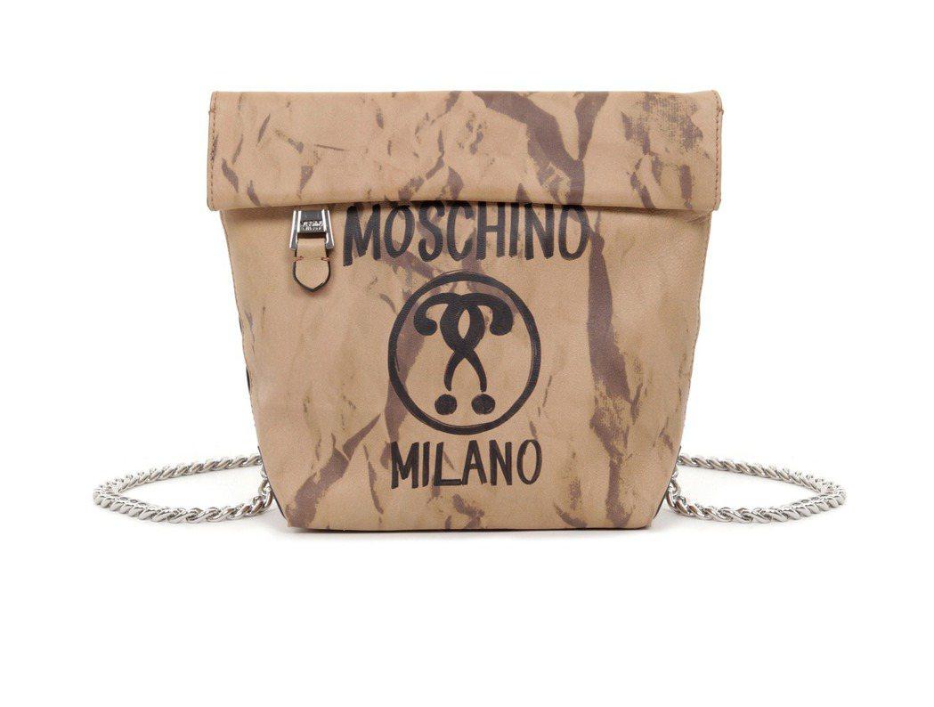 紙袋造型肩背包,33,000元。圖/MOSCHINO提供