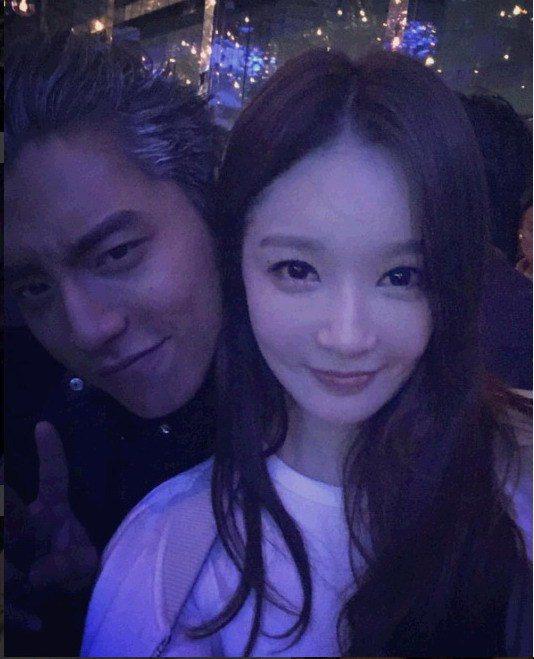 姜珉耿與王大陸(右)合照秒變粉絲。圖/緯來戲劇台提供
