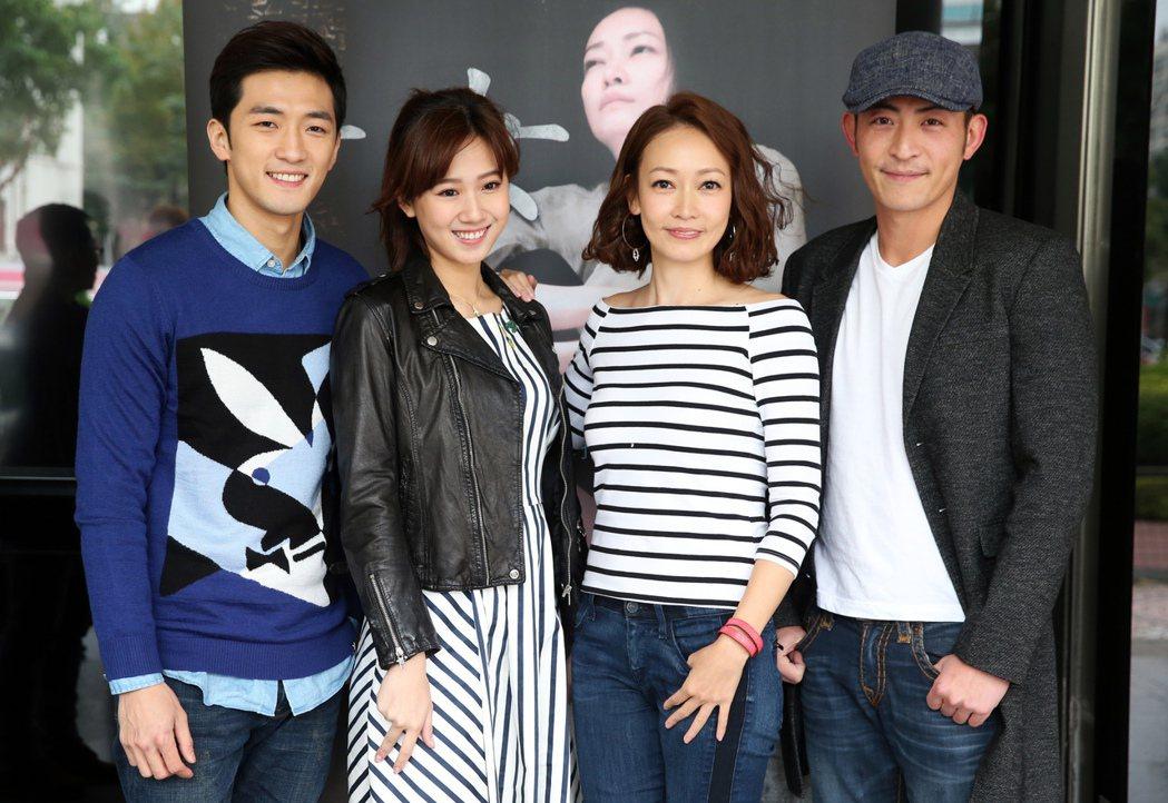 鍾政均(由左至右)、方志友、潘慧如、趙駿亞出席公視《十女》記者會宣傳新戲。記者徐