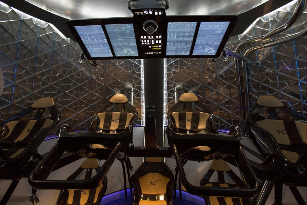 飛龍2號太空船內部一景。 (路透)