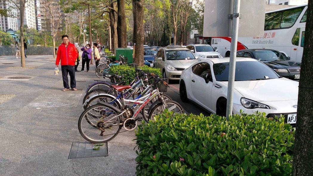 免費推出的車身烙碼可提升破案率,但車主接受度並不高。 記者蘇木春/攝影