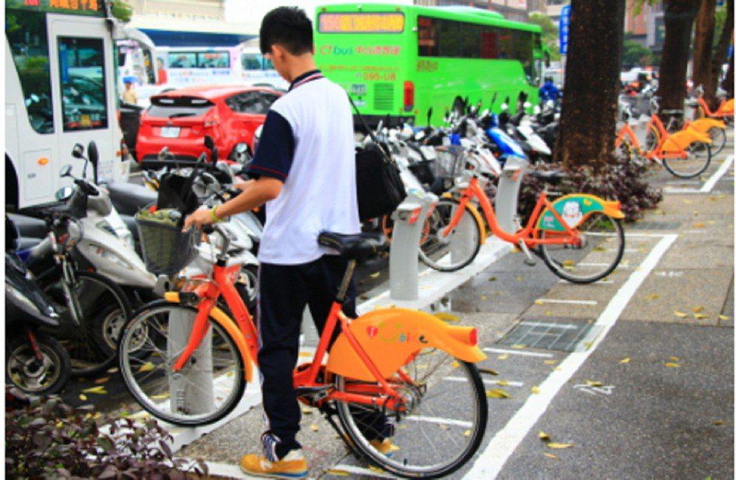 公共自行車正夯,台中市警方卻常接獲報案,Ubike因停在路旁遭竊。 記者蘇木春/...