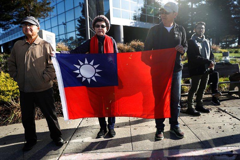 國旗的意義,對不同個體而言其所彰顯的意義並非一致的。 圖/路透社