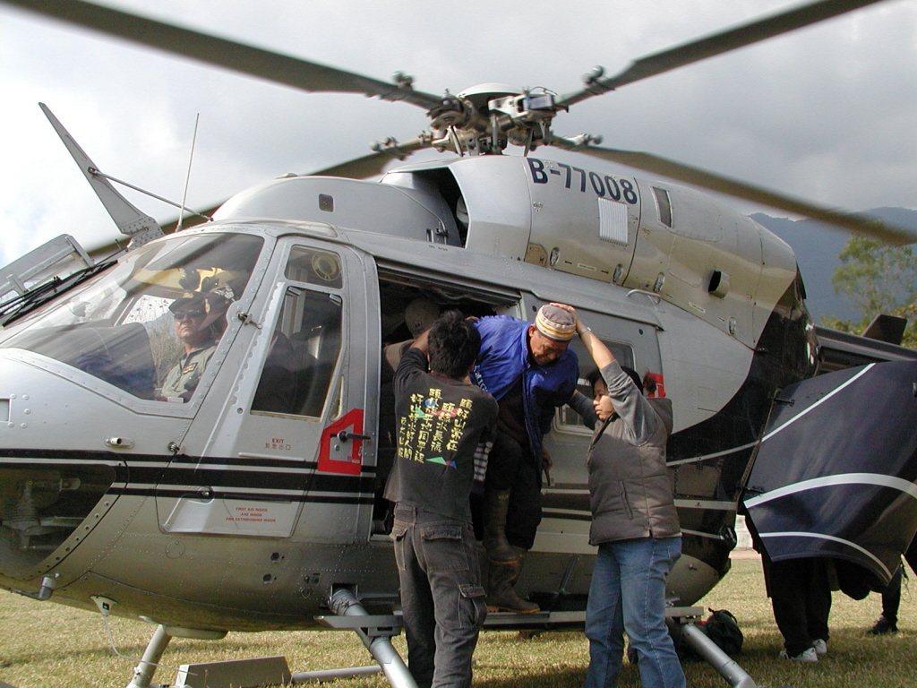 自2001年起布農文教基金會發起的重返內本鹿的尋根運動;2002年部落耆老搭乘直升機回到部落,是為「內本鹿元年」,並開始部落重建計劃延續至今。 圖/報系資料照