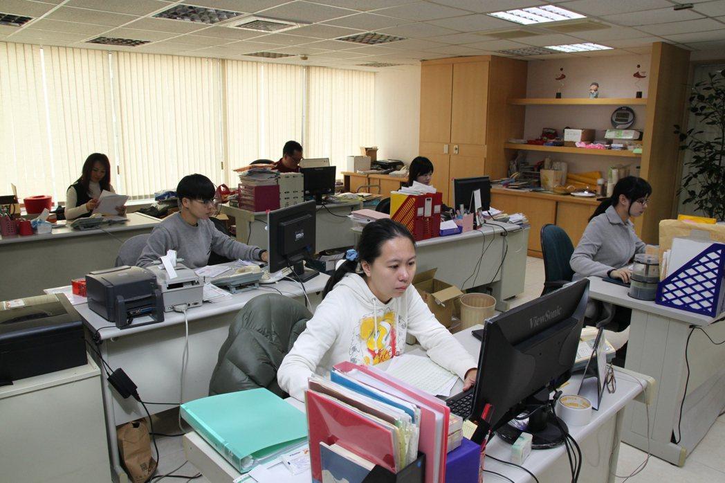 為了把每場銷售都做好準備,鄭瑞斌在公司成立編輯部,經營好自家官網、臉書和部落格。...