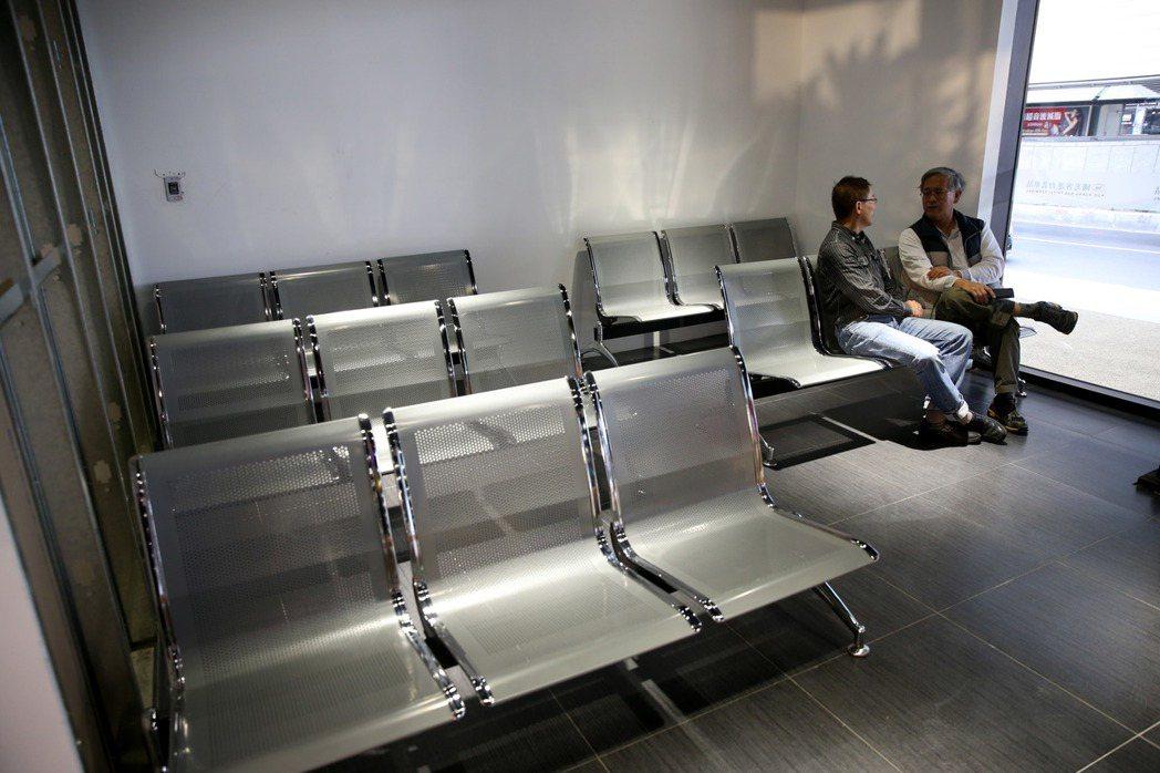 位於台北火車站東北側的國光客運台北車站上午落成,圖為候車室。記者邱德祥/攝影