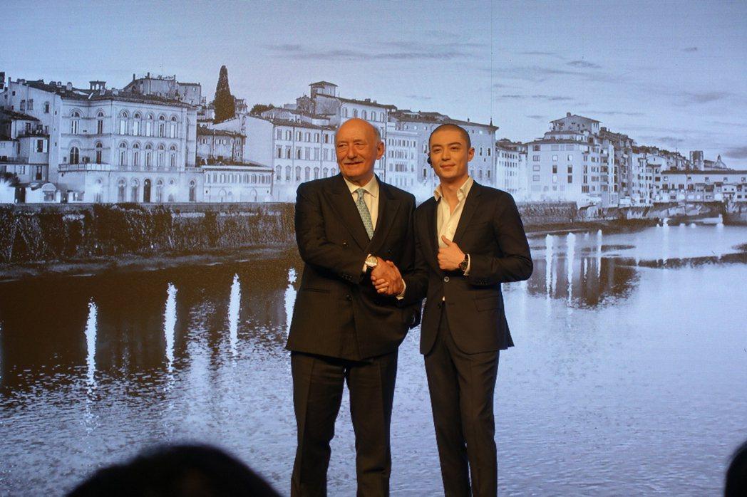 霍建華與品牌全球總裁 Angelo Bonati一同出席沛納海大中華代言人發表會