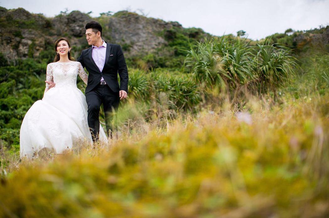 阿布和老婆Michelle在沖繩拍浪漫婚紗照。圖/La-Vie photogra...