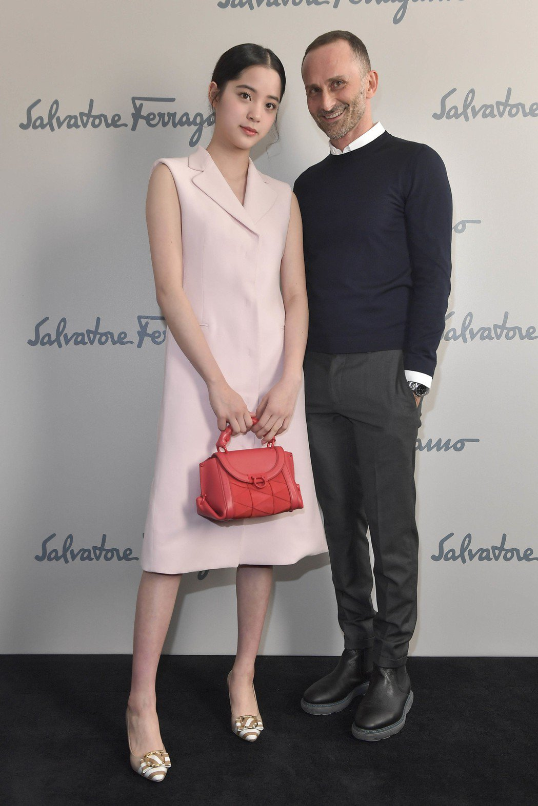 歐陽娜娜與Ferragamo女裝設計總監Fulvio Rigoni。圖/Salv...