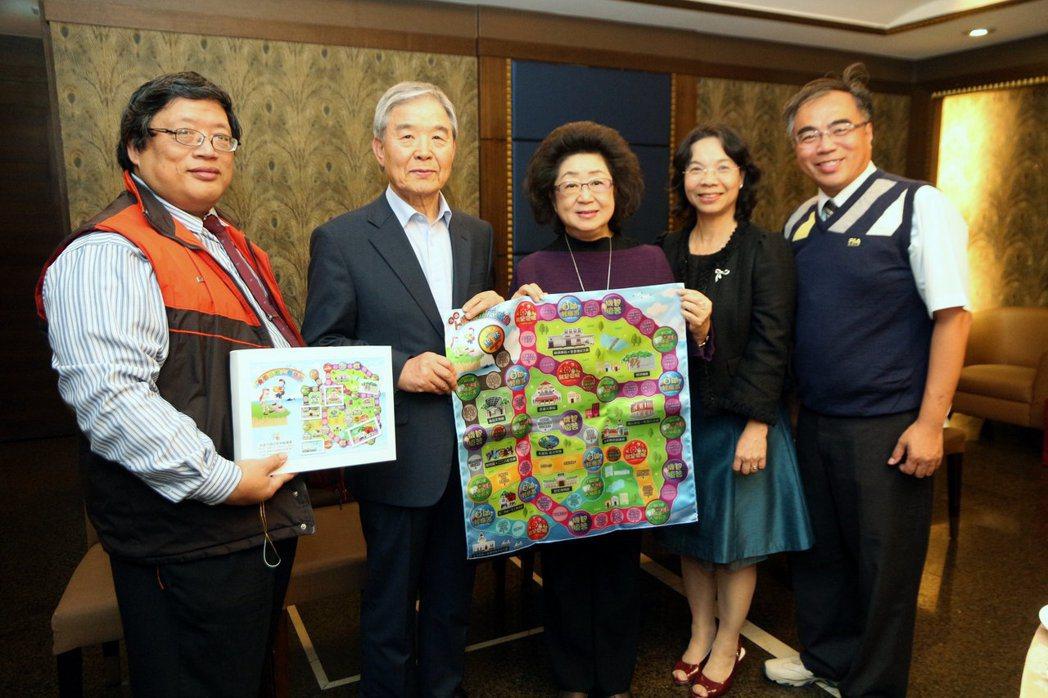 韓國濟州島人權參訪團濟州43平和財團理事長李文教(左二)一行人參訪高雄,教育局長...