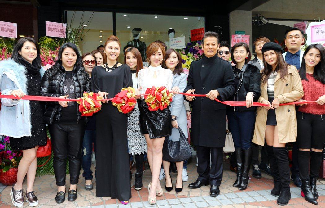 八點檔女星羅巧倫(中)一圓創業夢,籌備多時的韓國精選服飾品牌Barika,正式開...