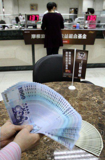 金融業者估計,美元強勢反彈時機會落在第1季底、第2季初,民眾可先布局美元資產。 ...