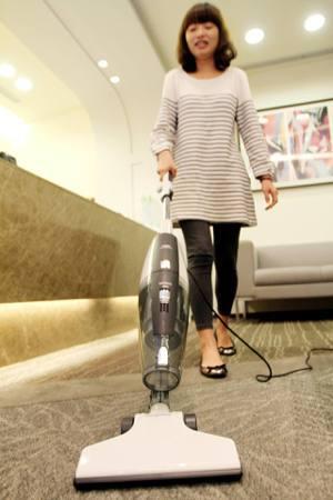 做家事加上日常多活動,也可增加運動量,例如每天爬樓梯10分鐘、使用吸塵器15分鐘...