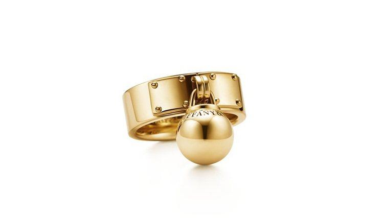 Tiffany HardWear懸掛球形18K金戒指。圖/Tiffany提供