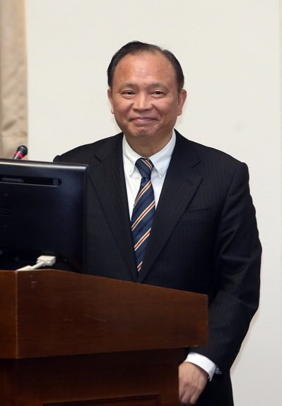 農委會主委林聰賢昨天到立法院答詢有關禽流感防疫。記者曾吉松/攝影