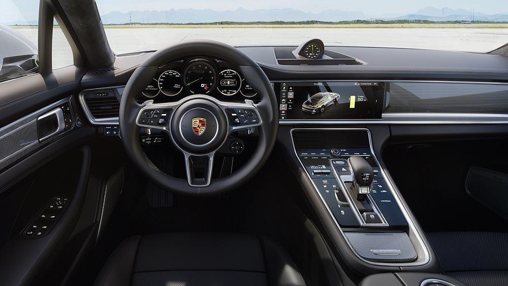 內裝部分從中控台到中央鞍座,都擁有清楚整齊的操控介面,以及12.3吋類似智慧型手機的操作與可個人化設定的LED螢幕。 Porsche提供