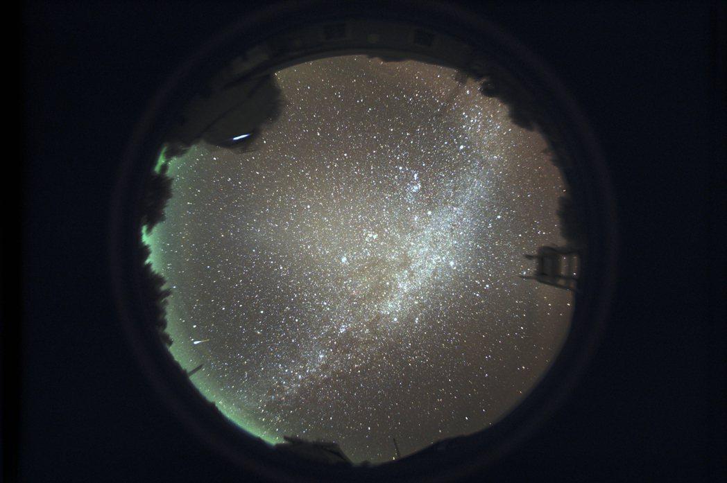 鹿林天文台位於鹿林前山,臨近玉山國家公園處,庭院可以望見美麗的夜空。 圖/中央大...