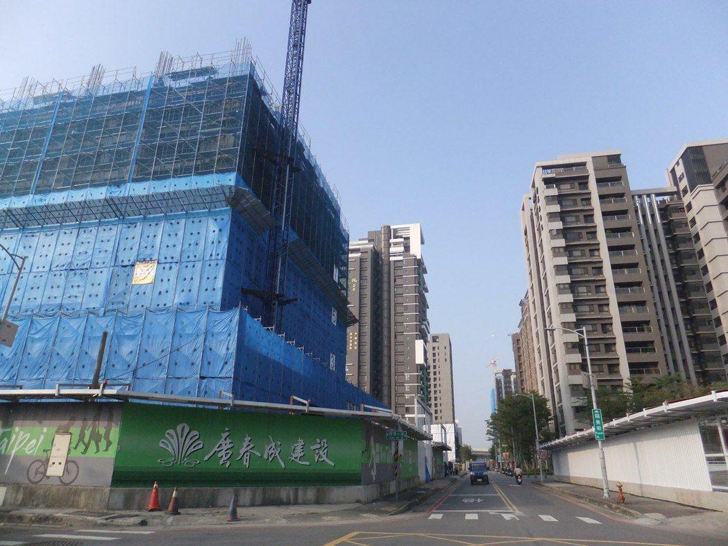 預售房市買氣近來略有回溫。記者游智文/攝影