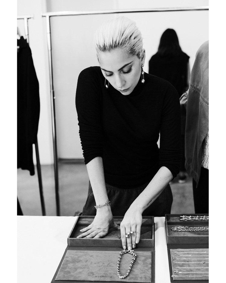Lady Gaga拍攝Tiffany Legendary Style形象廣告時也...