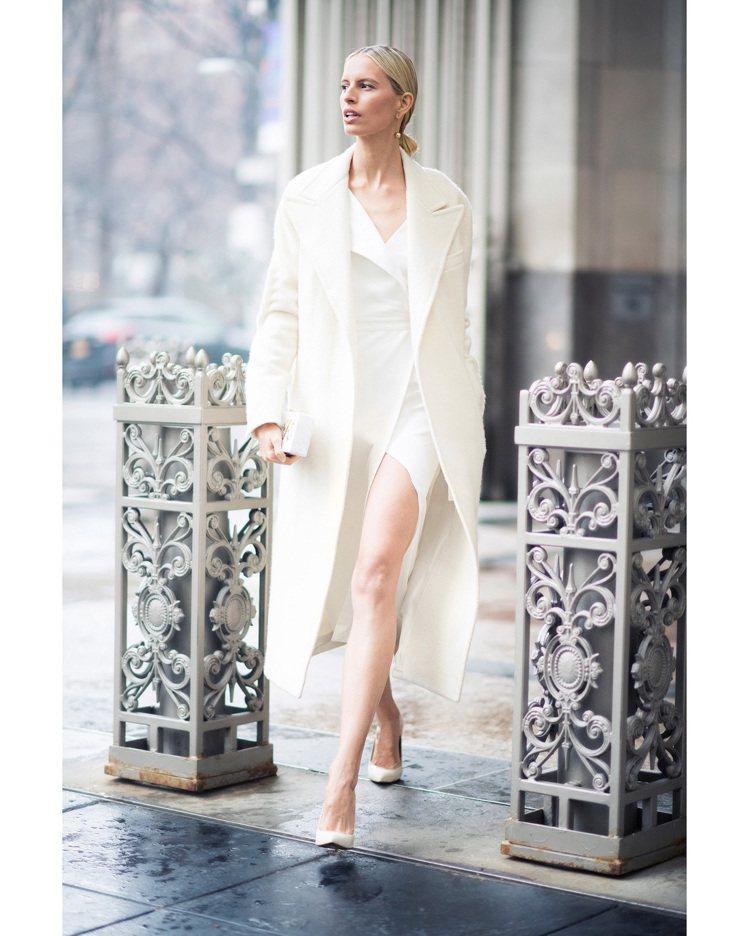 超模Karolina Kurkova配戴HardWear系列珠寶現身紐約街頭。圖...