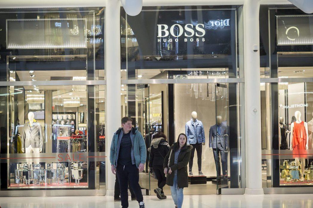 除了中國地區以外,Hugo Boss在其他市場欲振乏力,仰賴I身兼執行長和設計師...