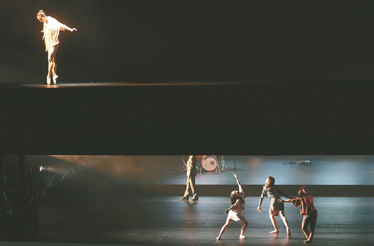 國家戲劇院昨重新開幕,不同表演領域的新世代藝術家跨界演出「走過.許多時間」,呈現...