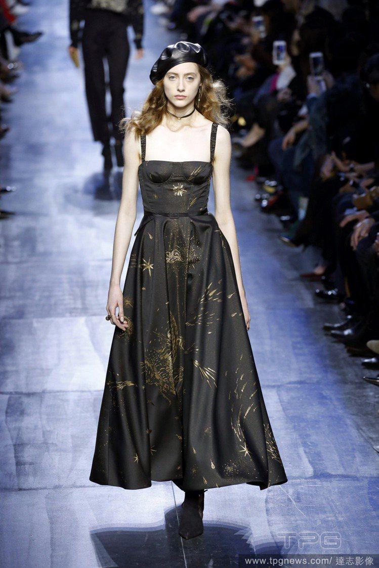 復古的貝雷帽搭配晚禮服,這樣的Dior女人有點迷人。圖/達志影像
