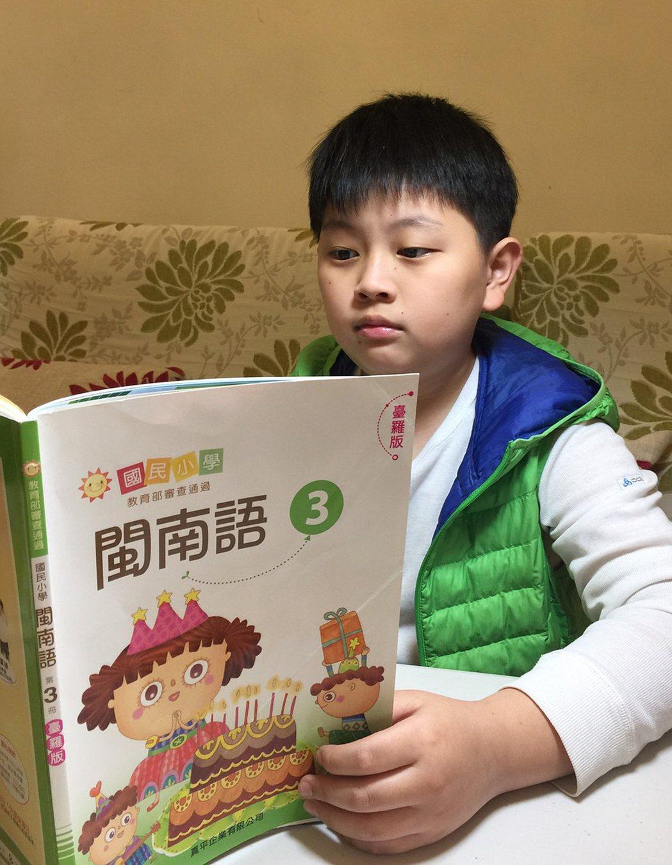 儘管小學本土語言課已推動16年,年輕世代仍有很多人不會說台語。文化部昨舉辦「國家...