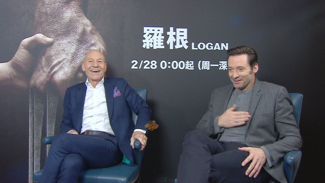 派屈克史都華(左)、休傑克曼(右)接受小8專訪。圖/爆米花電影院提供