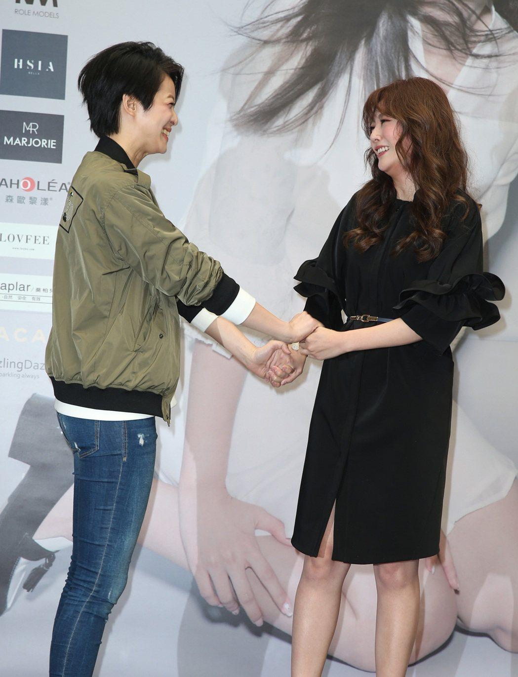 陶嫚曼簽書會,賴雅妍站台。記者曾吉松/攝影